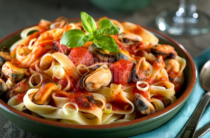 Pasta with Mussels in Marinara Sauce